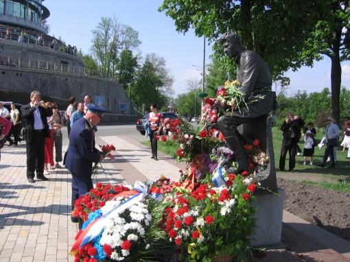 http://www.leonid-bykov.ru/images/forum/leonid-bykov_ru_09-05-10-004.jpg